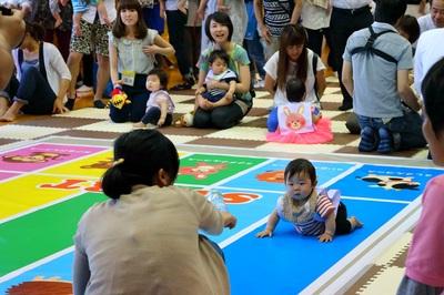 赤ちゃんハイハイレース.jpg